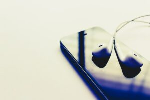 How Earbuds and Headphones Harm Hearing